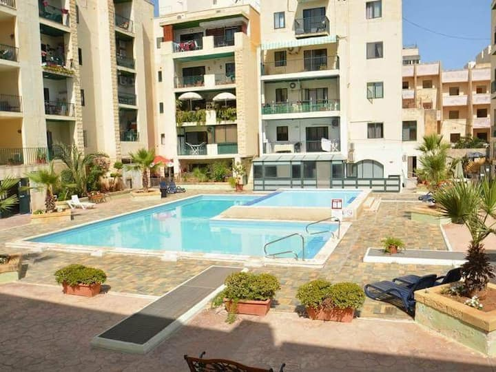 Lovely 2 bedroom apartment with communal pool