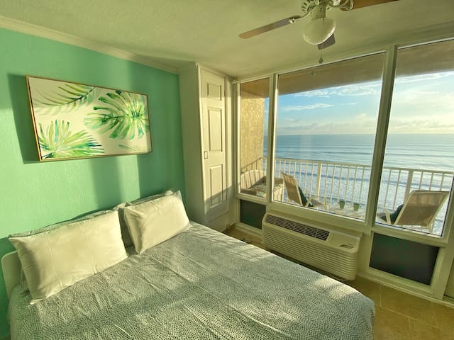 View the Ocean from your comfy Queen size Bed!