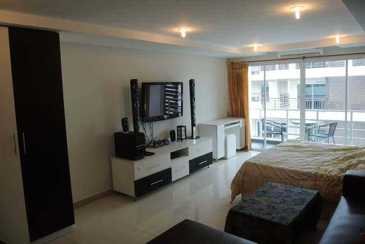B&M3)#703 JOMTIEN [BIG CORNER STUDIO] APARTMENT