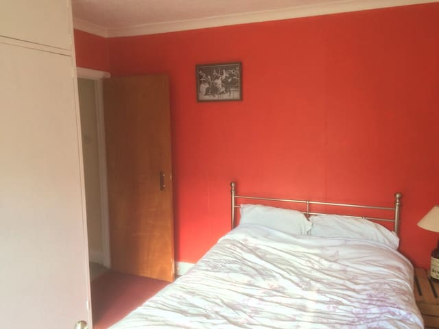 Room in handy location near Farncombe station.