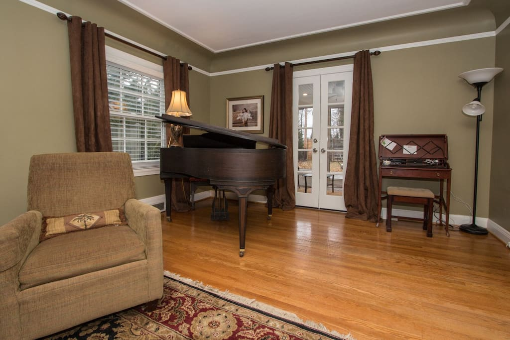 Baby grand piano (ready for singalongs!)