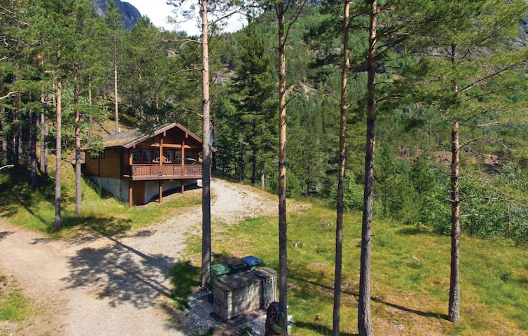 Holiday cottage with 2 bedrooms on 70m² in Hjelledalen