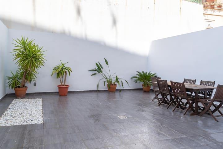 PRECIOSO LOFT DE DISEÑO CON  TERRAZA DE 60M2