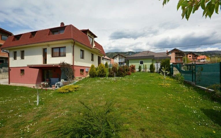 Villa with beautiful garden in Sarajevo (for sale)
