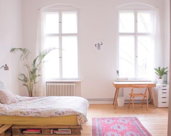 Huge Sunny Room in the❤ of Kreuzberg