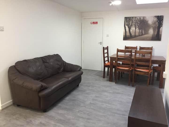 Sama's Apartment : A Stylish Family Room (5)