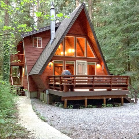 Snowline Cabin #15 - A Great Couples Getaway! Now with WiFi!