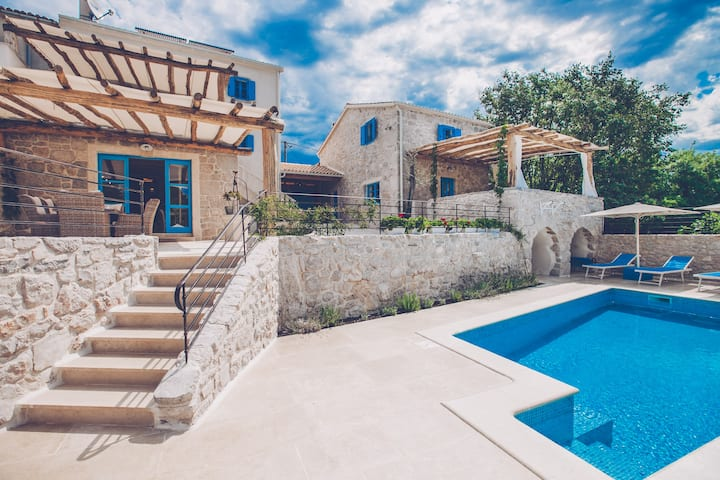 Wonderful and luxury holiday home with pool