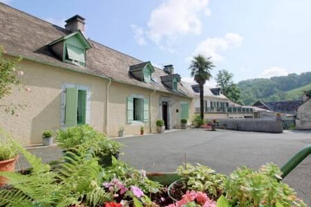 FERME OUSTALET-Chambre LYS à 5 min de LOURDES - Arcizac-ez-Angles - Domek gościnny