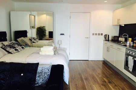 Modern studio in MediaCityUK/BBC - Apartamento