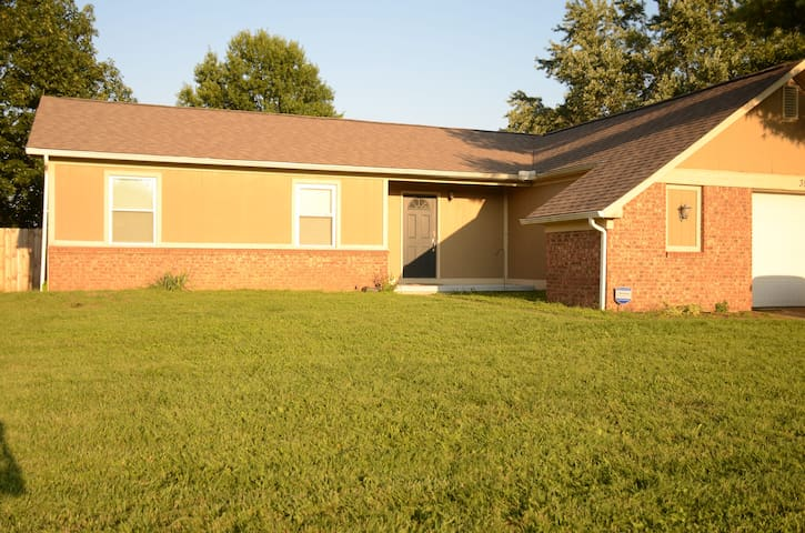 3 bedroom/2 bath Ranch style home. Quiet & COZY