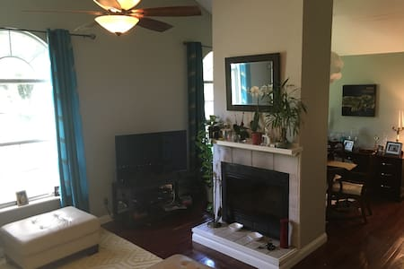 West Knoxville - Quiet, Convenient, and Cozy! - Rumah