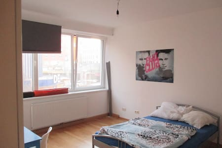 Room for young people in shared flat - Lakás