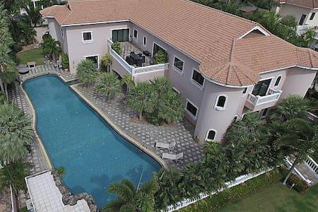 THTHHPAT424- 5 Bedroom amazing villa with superb - Muang Pattaya - 别墅