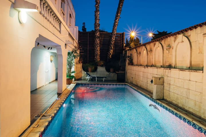 Beautiful Mansion with pool in St. Julians