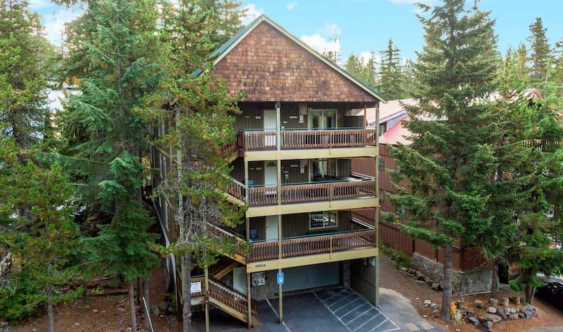 Boardwalk Lodge: Sleeps 48 maximum  w/Two Hot Tubs