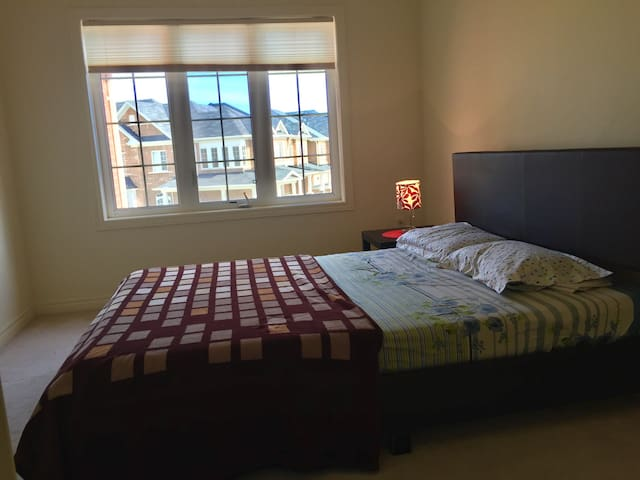 Furnished Private Room - Brampton - Talo