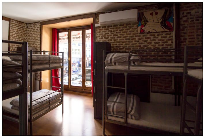 Centro de Madrid habitación compartida 8 PAX
