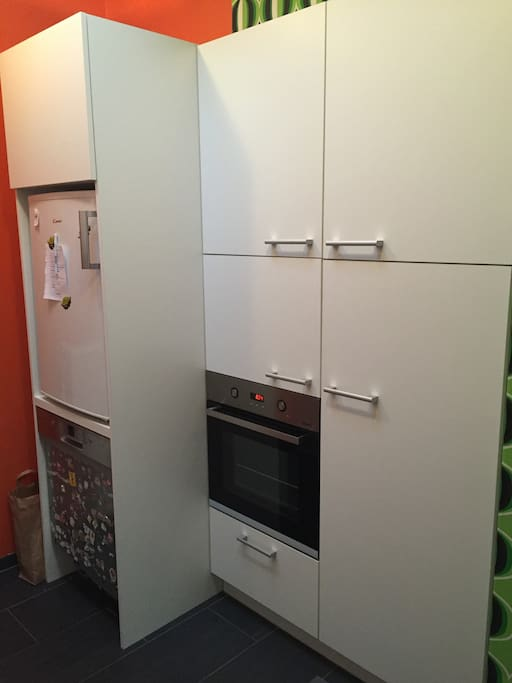 Oven, microwave and dishwasher available