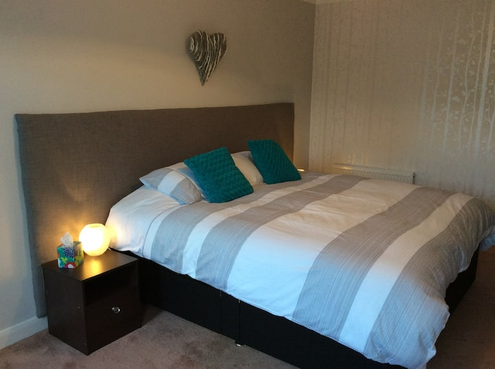 Twin bedded or Super King bedroom near York