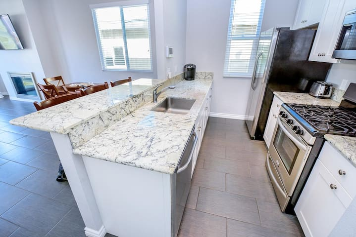 First Block From Beach! Newly-Remodeled Upstairs Vacation Home