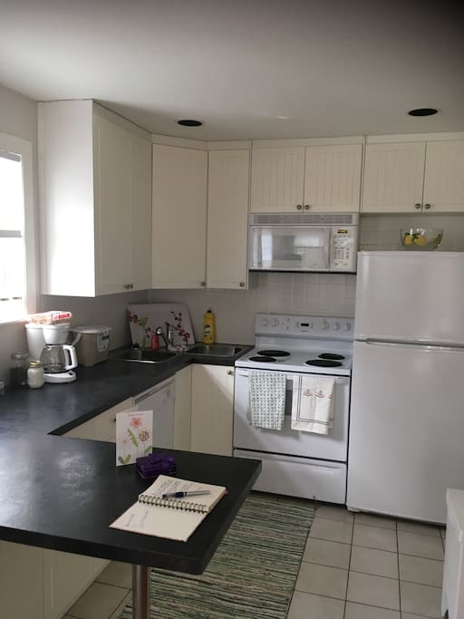 Fully equipped kitchen with eat up breakfast bar.