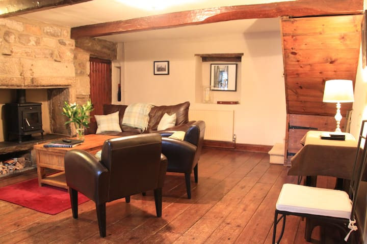 Stone Cottage in Bramhope, Leeds - Bramhope - Townhouse