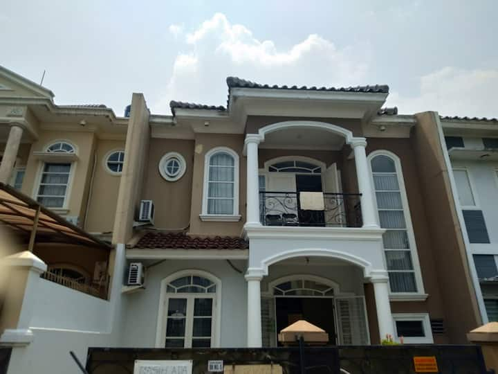 Orchid Villa, BSD City - Lodge 4