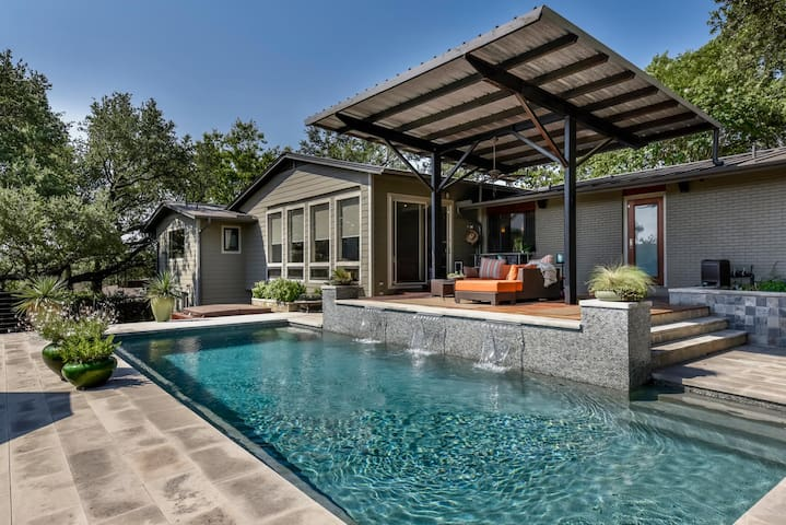 A+ MidCentury Resort Home: Pool/View/Privacy/Style