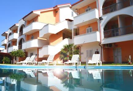 Appartamento su Spiaggia Piscina Aria Condizionata - Marina di Mandatoriccio