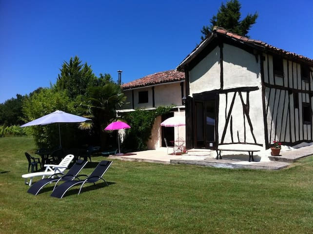 3 bedroom cottage 5km away from nogaro circuit - Sion - Apartemen berlayanan