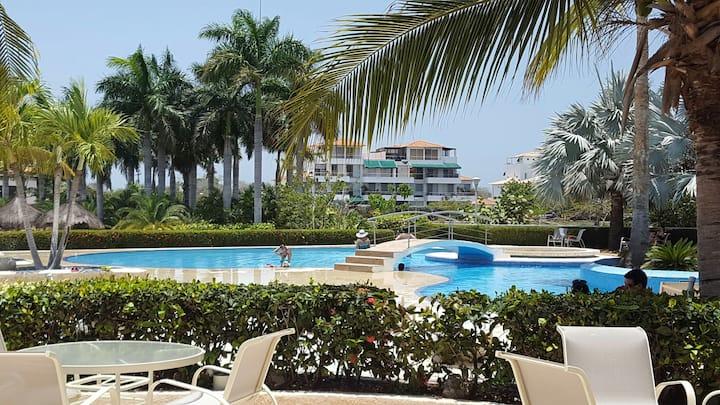 Apartamento con terraza y piscina propia