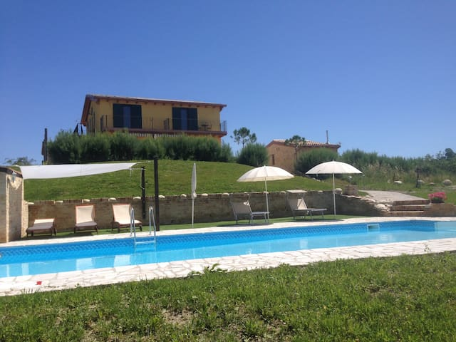 House with Pool and fantastic views Sleeps 14 +2 - Bellante