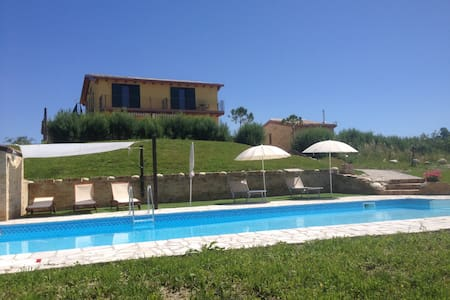 House with Pool and fantastic views Sleeps 14 +2 - Bellante - Haus