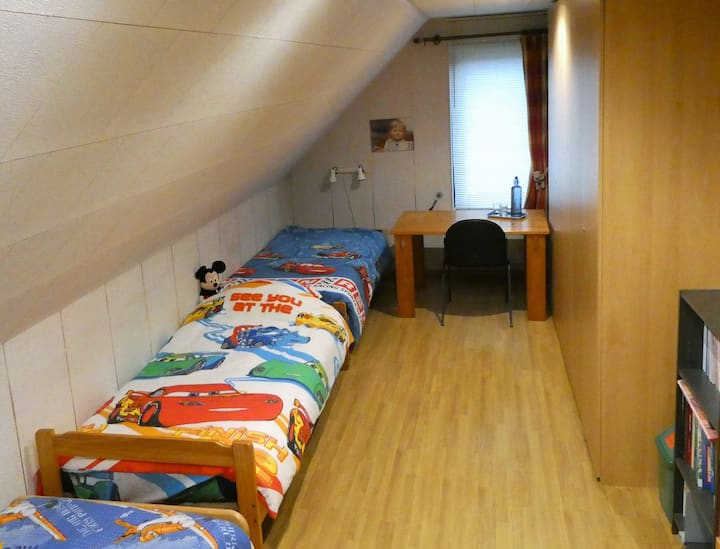 Tomorrowland 2021/ 1 Room/3 - 4pp/bathroom/b'fast