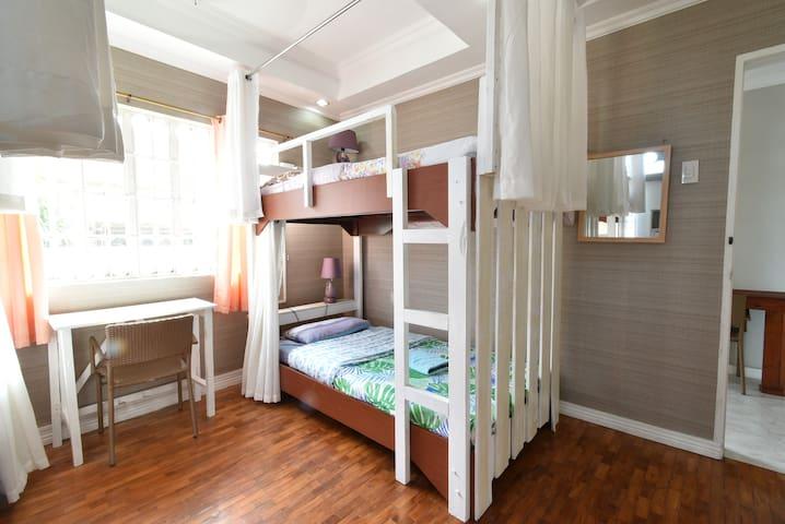 ドミトリールーム・Male Dormitory