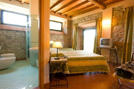 Camera Tripla con piscina - Firenzuola - Bed & Breakfast