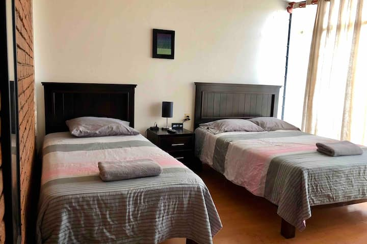 PRIVATE ROOM 2 BEDS IN BEAUTIFUL HOME SAFE AREA