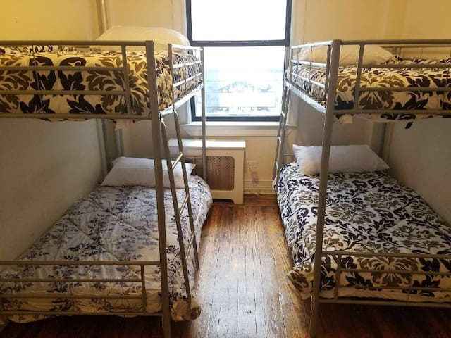 Shared Room in Time Square- Girls Share Only - Nova York - Apartamento
