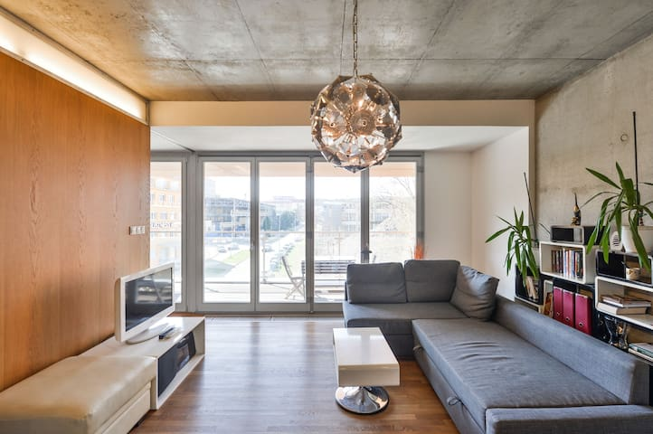 Marvelous 2Room Apt with FREE Parking