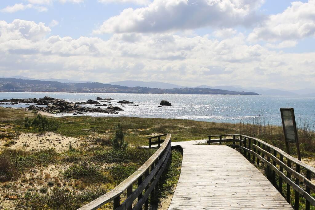 Preciso Duplex en Playa Area da Cruz  con vistas al mar (San Vicente do Mar, Pedras Negras, O'Grove, La Toja) Playa. Pasarela de acceso a 100 mts de la vivienda