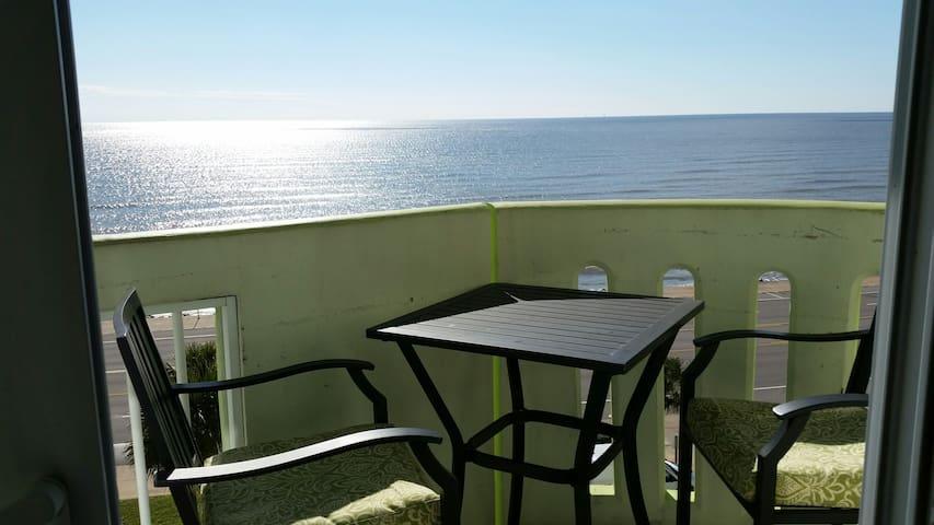Ocean Grove a Luxurious Condo!