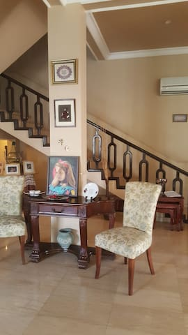 Private Room in villa with swimmingpool and garden - Manama - Huoneisto