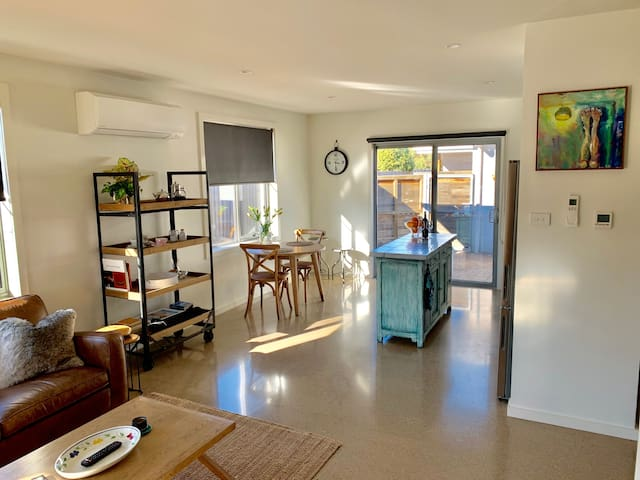 The Endsleigh - 1 Bedroom Villa, Wifi, Near CBD