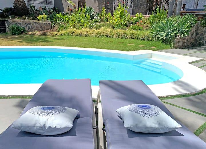 Appartement indépendant. Profitez de la vue et de la piscine !