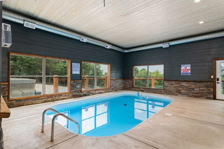 Winter Rates!12 Bdrm Lake Home-private indoor pool-basketball court! Staycation!