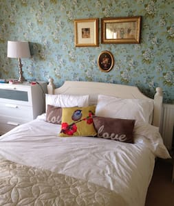 Comfortable double room,warm welcome - Southport - Casa