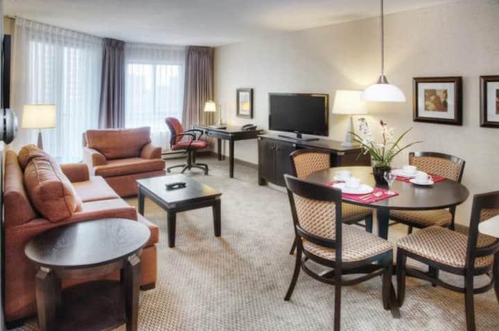 Les Suites Hotel - Premiere Queen 1 BDRM Suite