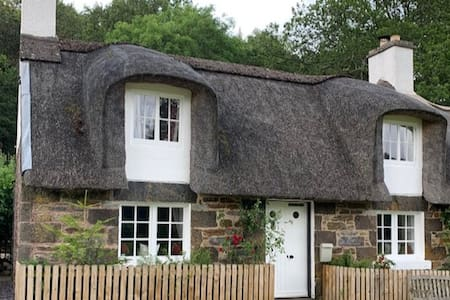Fairytale Thatched Highland Cottage, Aberfeldy