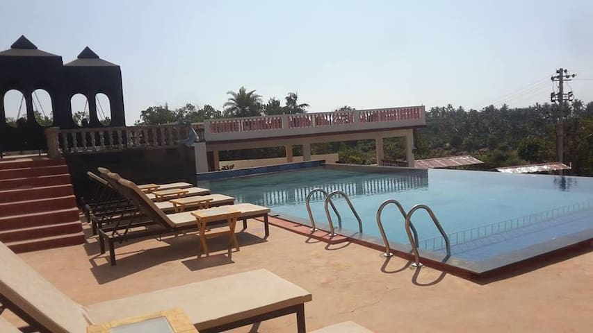 Luxury rooms with terrace & pool near Ashvem beach